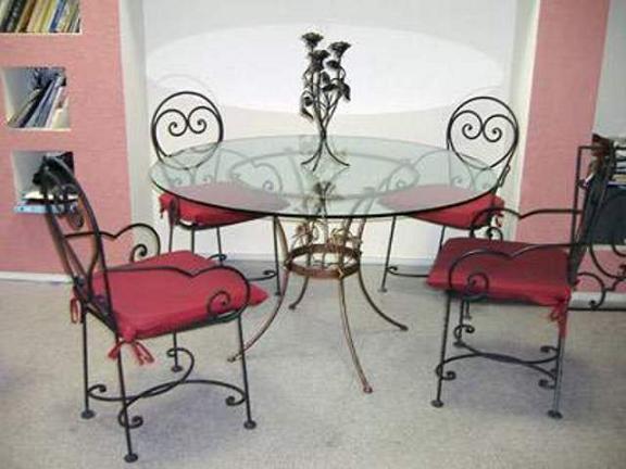 Металлическая мебель для гостиной