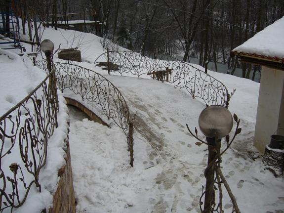 Кованые газонные ограды